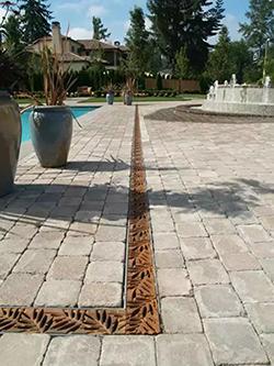 线性树脂成品排水沟与传统排水沟的区别!!!