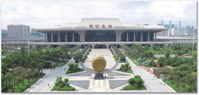 """南宁公共交通事业发展迅猛 高铁让百姓生活""""提速"""""""