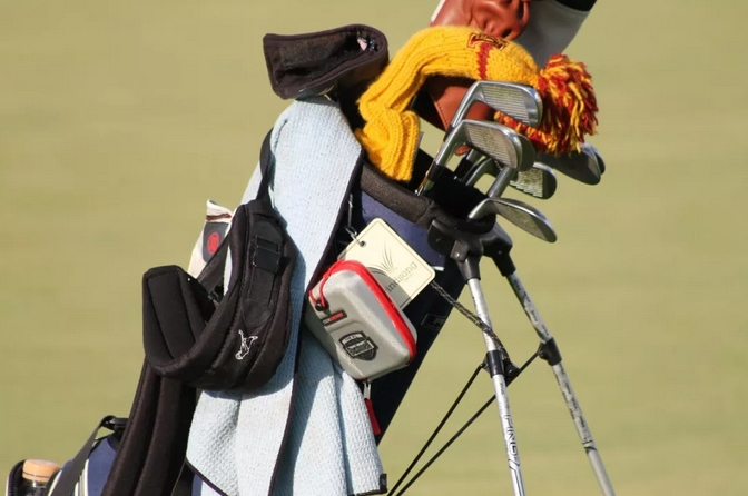 打上高尔夫球之后,想得到的礼物其实是……专业高尔夫测距仪