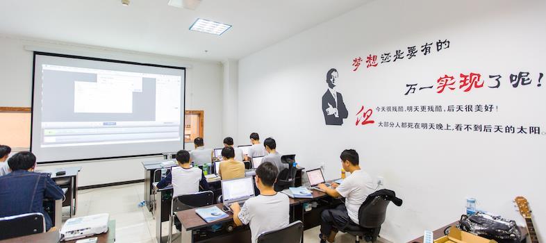 大学生成才之路:与其抱歉找工作难,还不如先静下心来培训Java