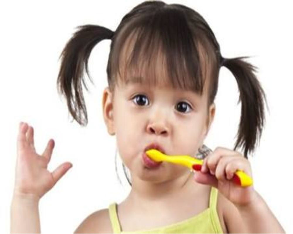 好医生牙膏知道吃完辅食的宝宝如何清洁口腔