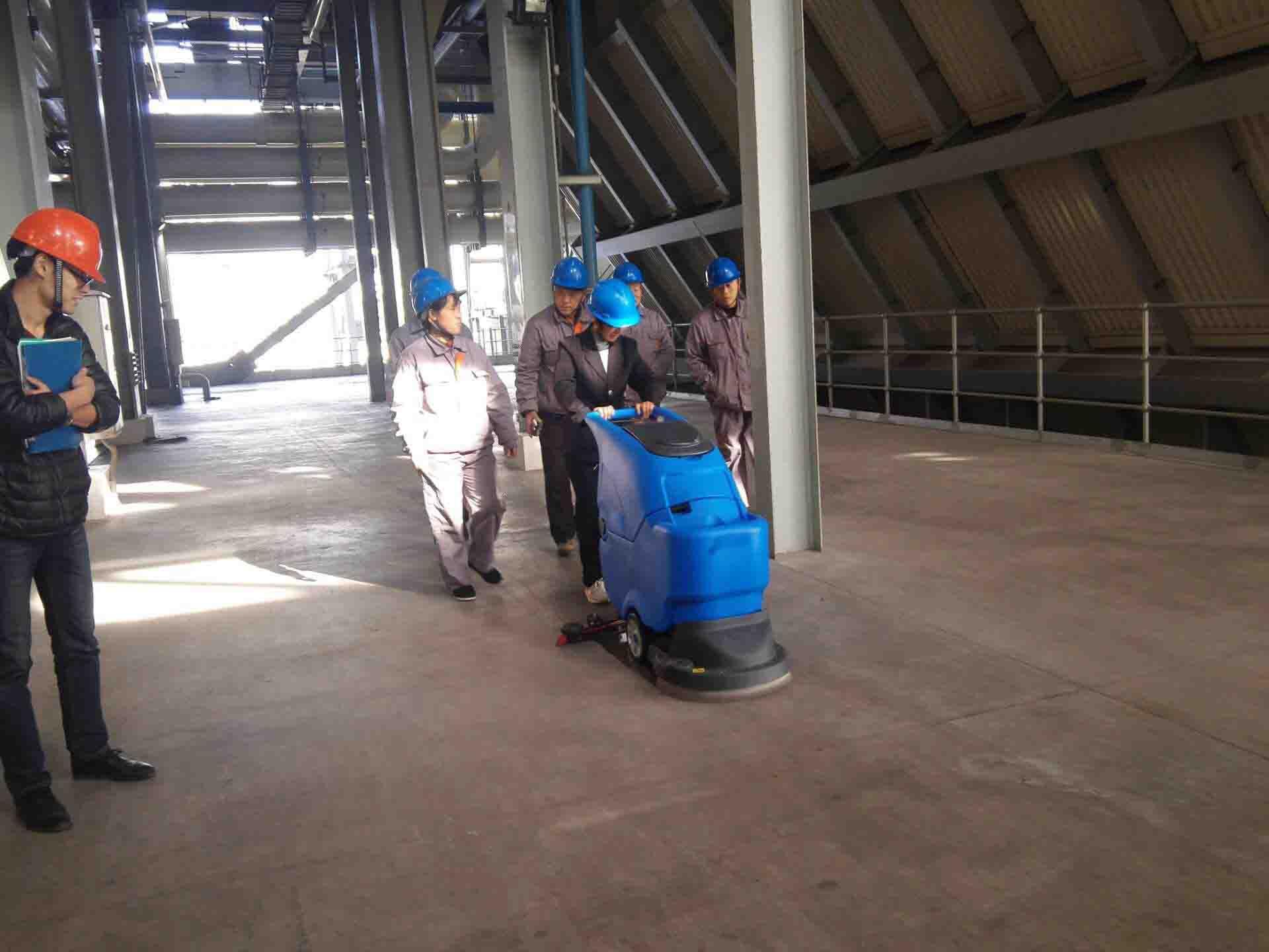 洗地机清洁生产车间地面更高效