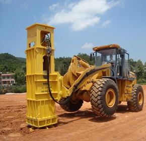 液压夯实机作用于在建高速公路