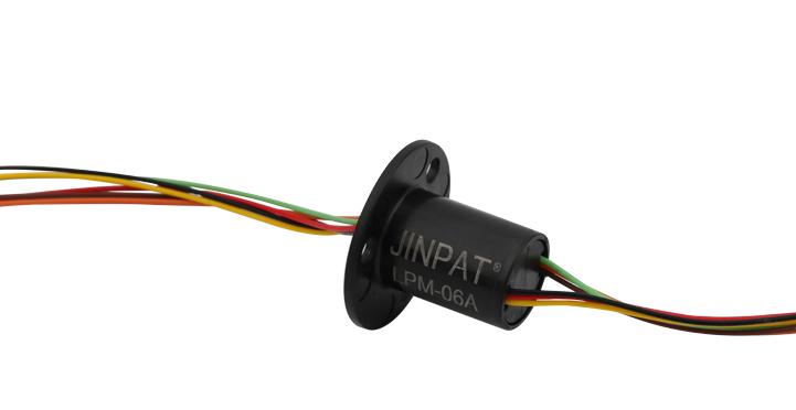 游戏外设控制器上的旋转导电解决方案
