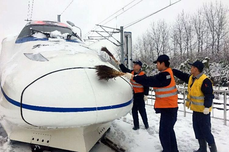 中国高铁到底有多厉害,零下40度正常速度运行,美国人称了不起