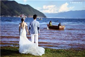 镜子装艺摄影有最好的重庆婚纱摄影服务