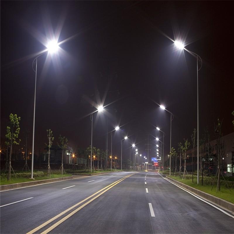 同时也承接光伏发电系统的设计,安装,各式路灯工程,太阳能中央热水