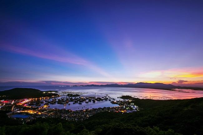 8亿元,下辖千岛湖11个景点,石林景区和千岛湖名湖大酒店,是千岛湖旅游