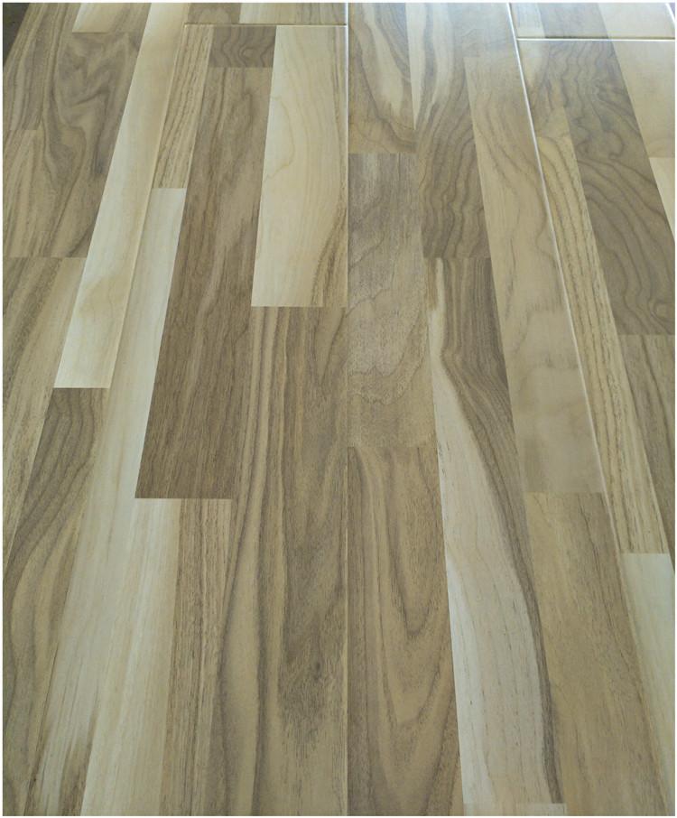 树种硬木片镶嵌拼板或刨切薄木,通过脲醛树脂胶压制而成的企口地板.