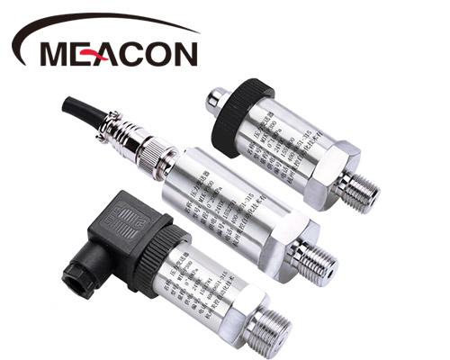 压力变送器是由测量膜片与两侧绝缘片上的电极各组成一个电容器.