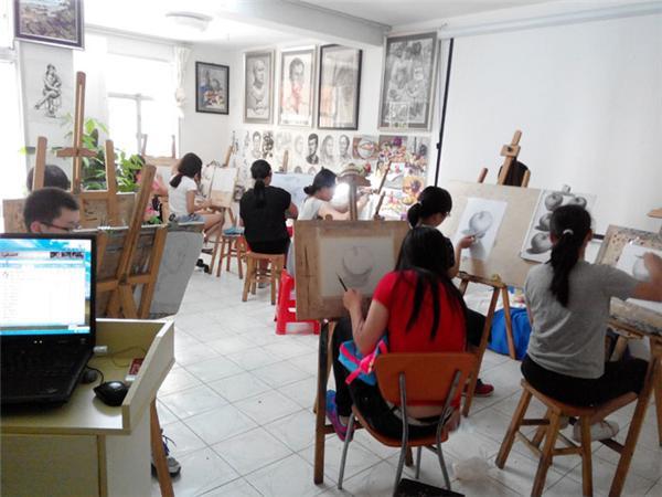 老鹰画室提供四川美术培训业务