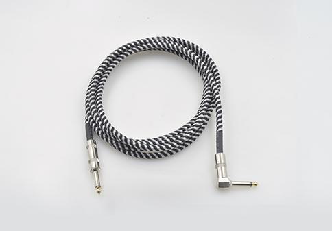 平衡电缆通常用在麦克风,控制台之间的转接线,信号处理器,放大器等等