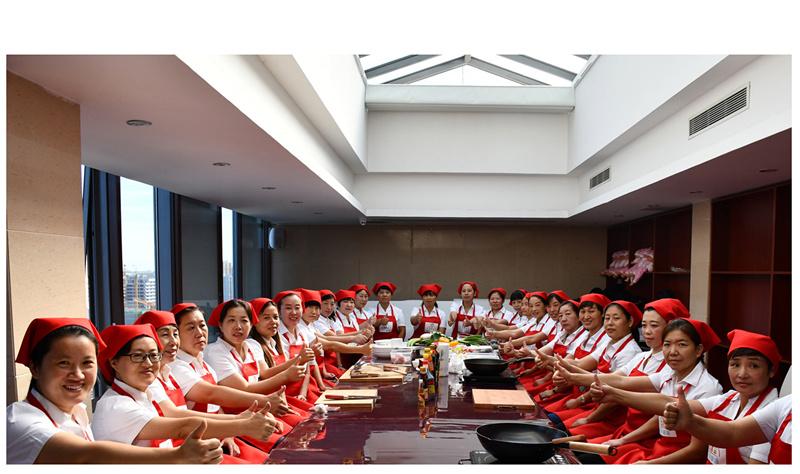 天天婴语是一家专业从事育儿嫂培训、育儿嫂公司生产与销售的综合型企业