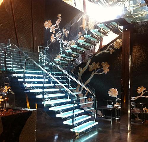 供应新款专业定制楼梯 服务好 价格便宜的楼梯定制批发