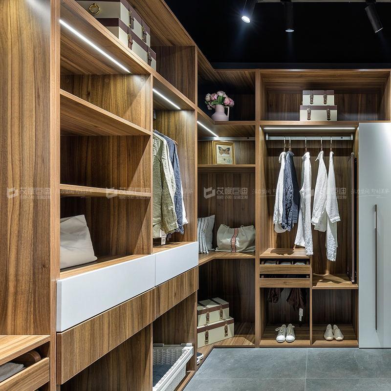 艾度巨迪提供专业的整体衣柜代理加盟产品