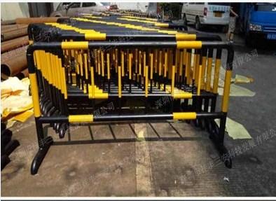 桂丰专业生产移动护栏