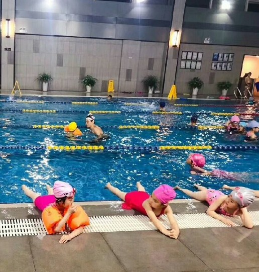选宁波游泳班,就来新天意这里,有你所需的贵阳游泳培训